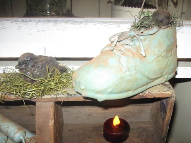 Blue Willow Berries Shoe Nest w/Bird